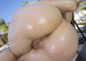 Fotos porno Dani Jensen masturbándose